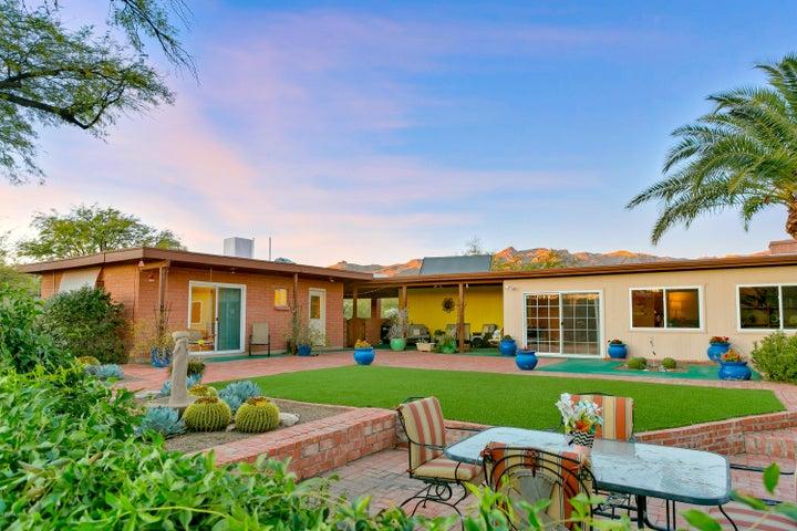 11000 E Roger Road, Tucson, AZ 85749