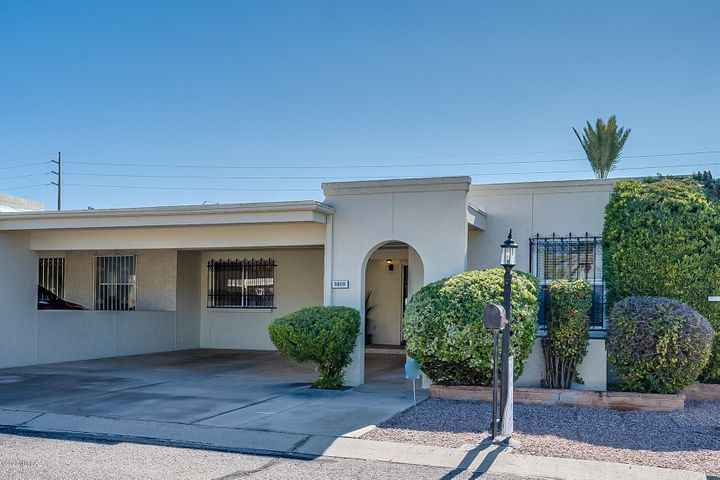 9000 E Palms Park Drive, Tucson, AZ 85715
