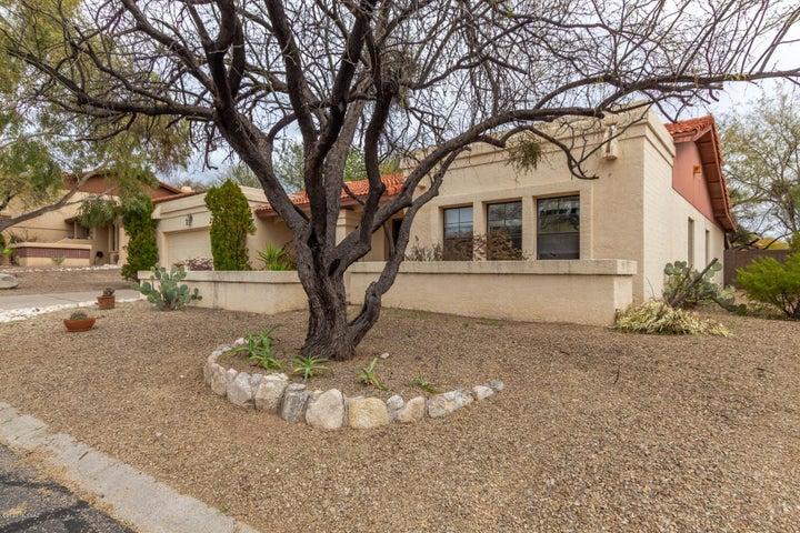5672 N Avenida Silencioso, Tucson, AZ 85750