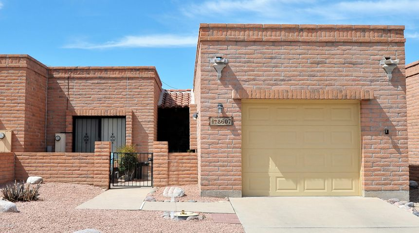 8607 N Candlewood Loop, Tucson, AZ 85704