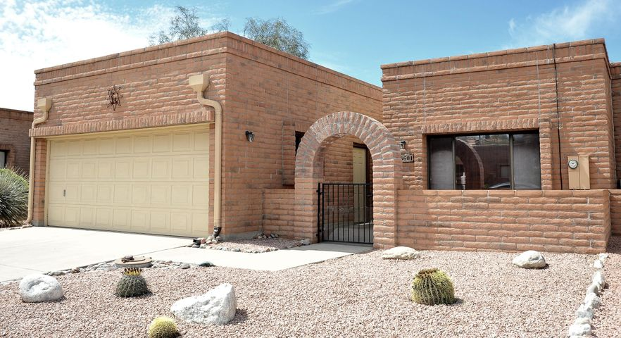 8601 N Candlewood Loop, Tucson, AZ 85704
