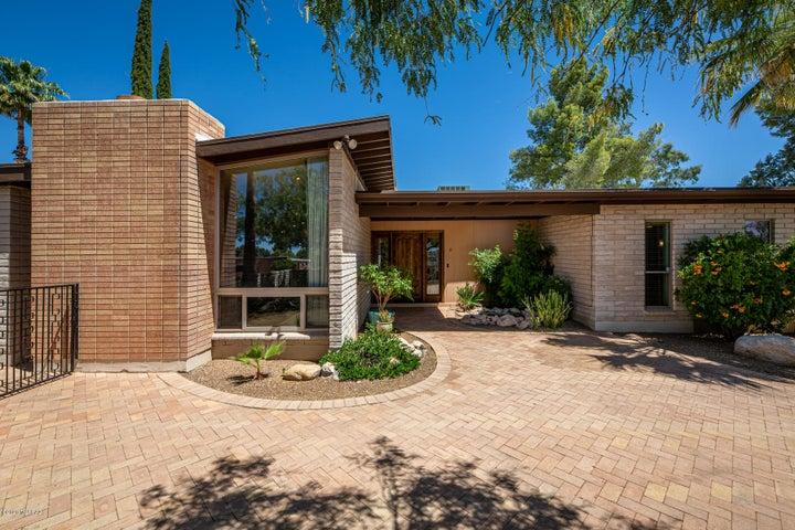 7511 E Sabino Vista Drive, Tucson, AZ 85750