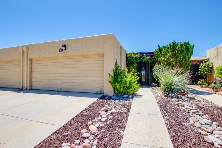 9810 2nd Street, Tucson, AZ 85748