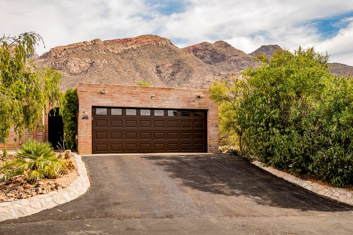 4721 E Apple Valley Place, Tucson, AZ 85718