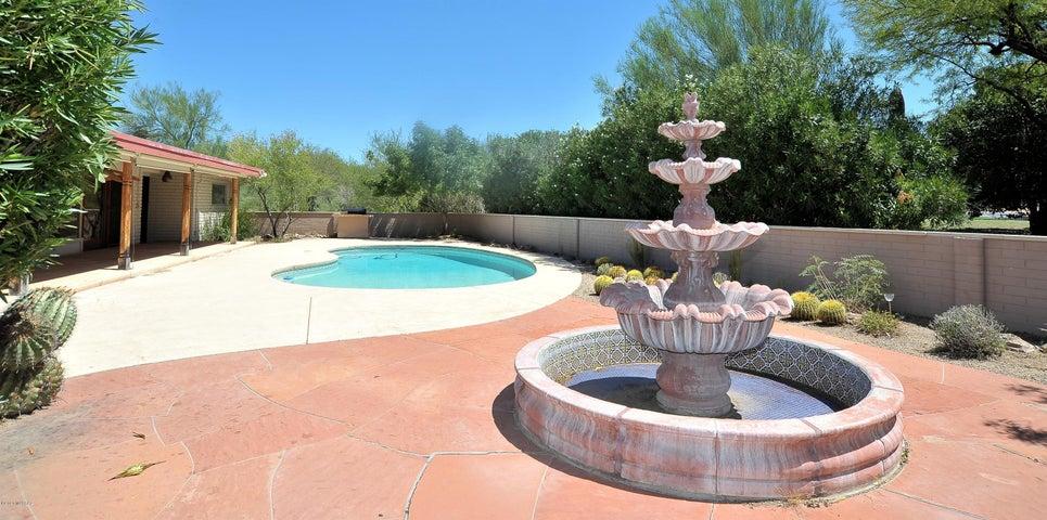 400 W Golf View Drive, Tucson, AZ 85737