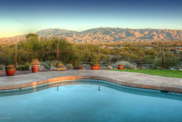 9915 E Morrill Way, Tucson, AZ 85749