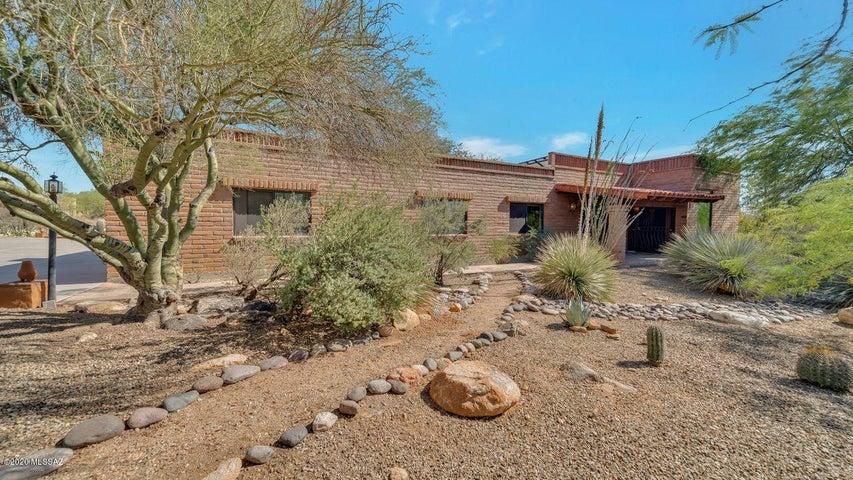 6940 N Stardust Circle, Tucson, AZ 85718