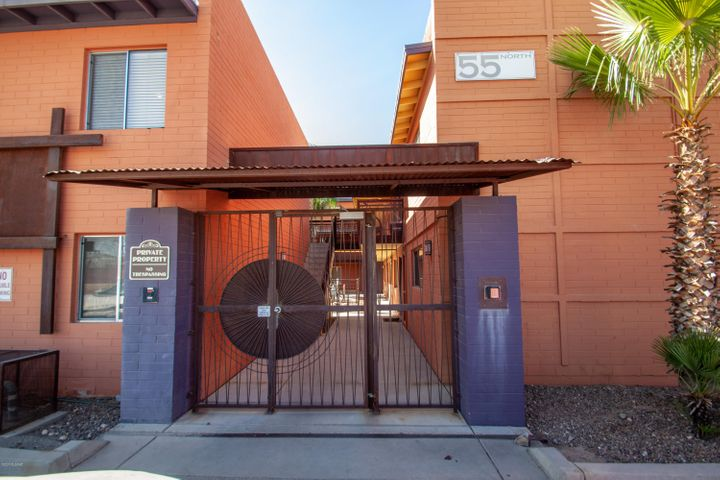 Walking distance to U of A, perfect student location or easy cycle ride to downtown from this controlled access building and complex.
