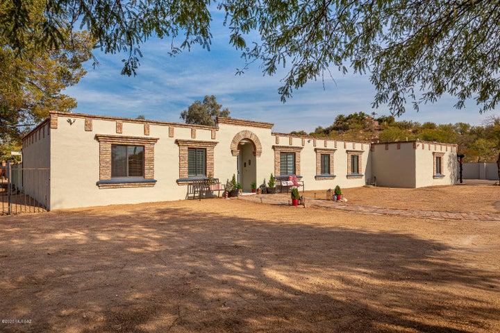 Beautiful Territorial Home in OMNI Tucson National