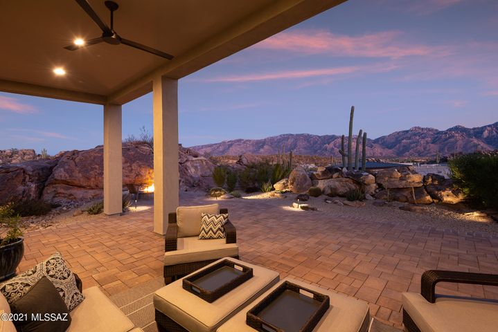 2018 energy efficient home with unrivaled mountain views.
