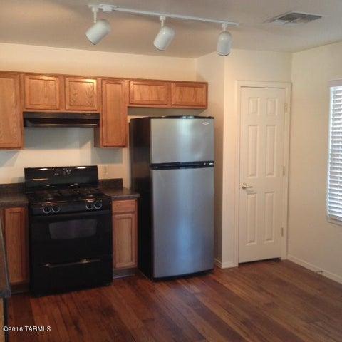 3212 N Rambling Creek Place, Tucson, AZ 85712
