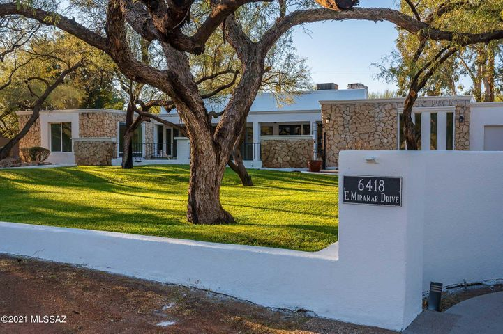 Arhcitecturally significant home designed by famed Tucson architect, Anne Rysdale.