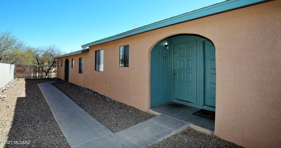 1360 N Riverview Boulevard, Tucson, AZ 85745