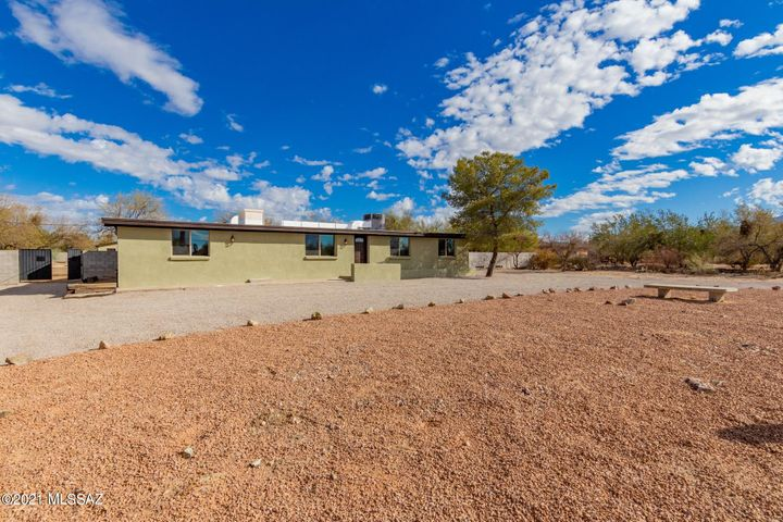 3450 W Potvin Lane, Tucson, AZ 85742