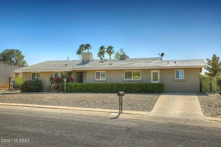 2102 S Oak Park Drive, Tucson, AZ 85710