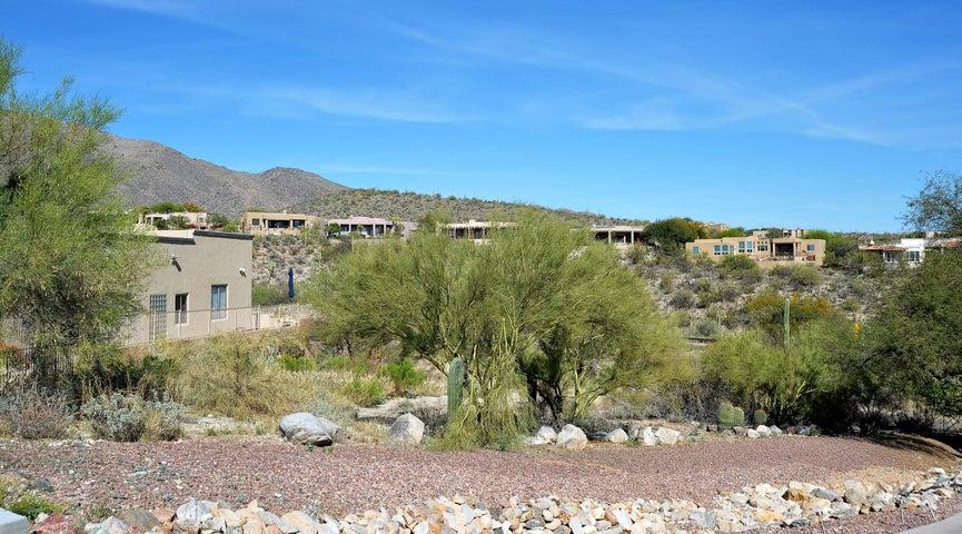 6450 N Regal Manor Drive, Tucson, AZ 85750