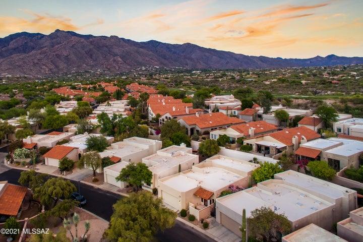 5860 N Bright Star Drive, Tucson, AZ 85718
