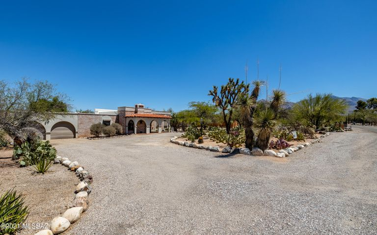 Welcome to this stunning Home, situated on almost an acre of gorgeous Tucson desert!