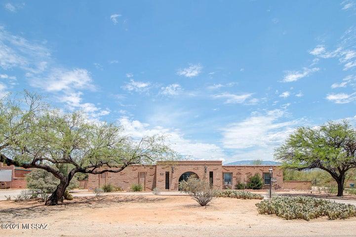 4040 N Holster Drive, Tucson, AZ 85749