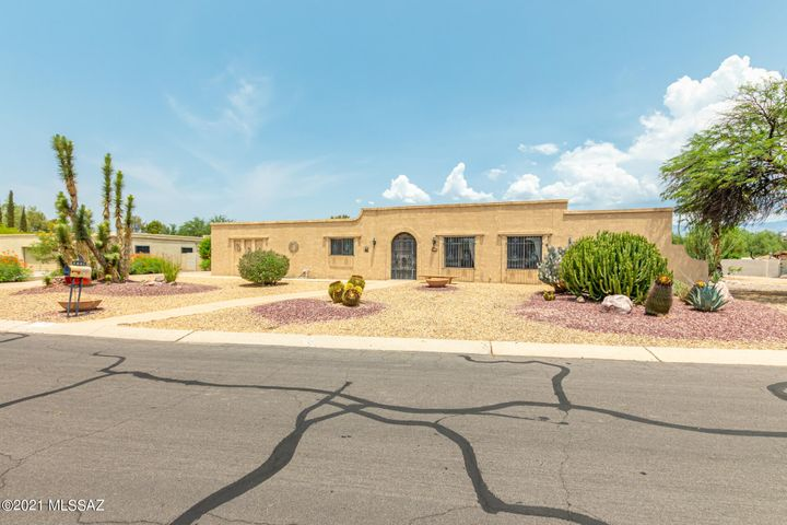 7001 E Hacienda Reposo, Tucson, AZ 85715