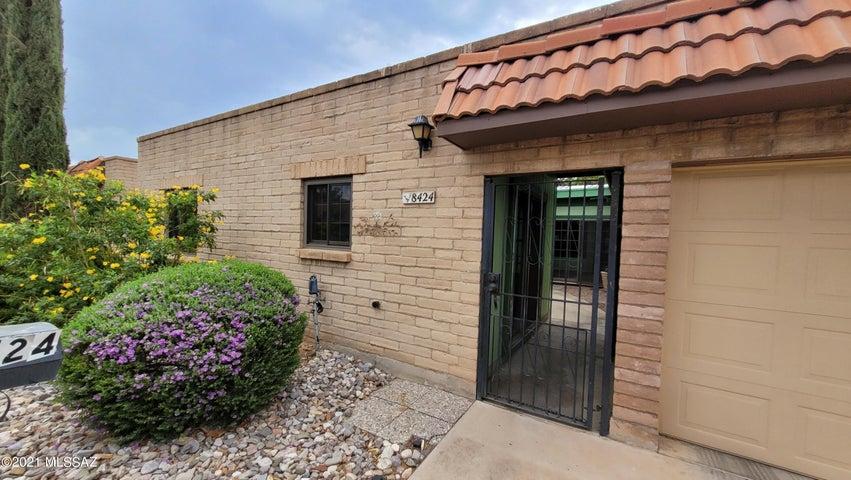 8424 E Brookside Lane, Tucson, AZ 85710
