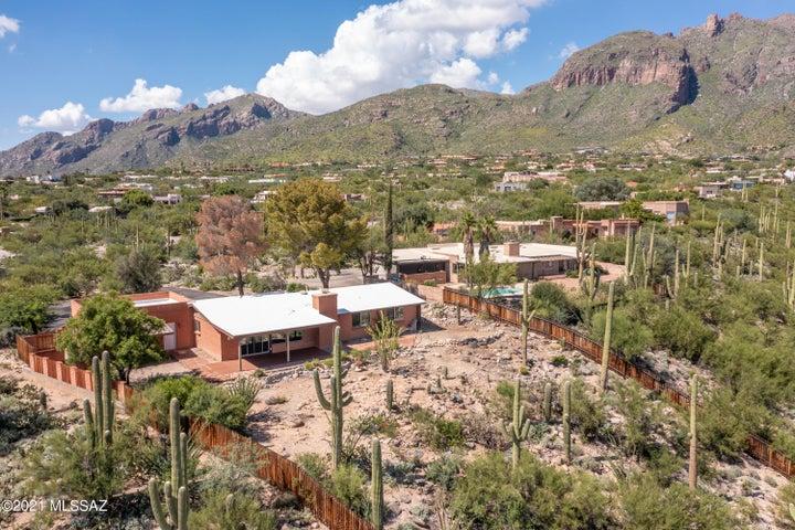 6922 N Table Mountain Road, Tucson, AZ 85718