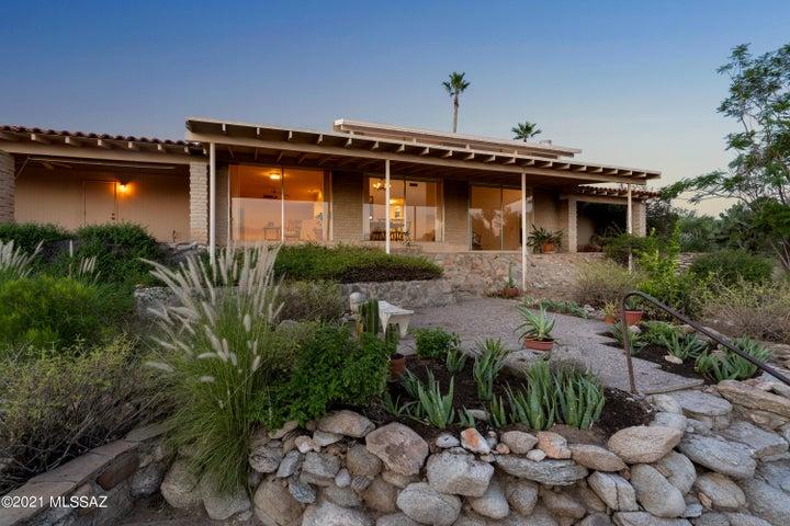 1502 E Moonridge Road, Tucson, AZ 85718