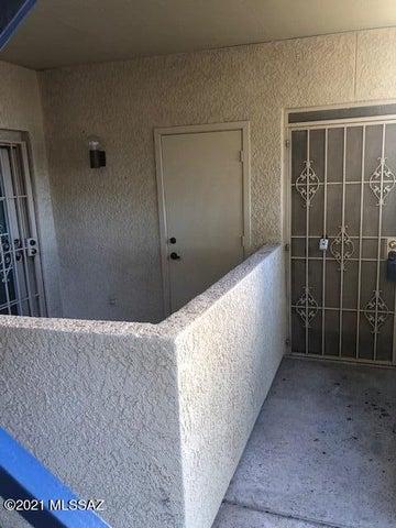 1200 E River Road, K 137, Tucson, AZ 85718
