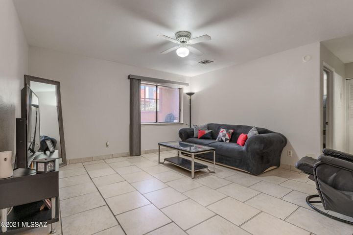 6365 N Barcelona Lane, 416, Tucson, AZ 85704