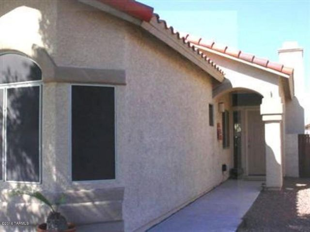 Continental Ranch - All tile floors,  3 Bedroom Plus a Den, Mediterranean Columns leading to Family Room, Great Room W/fireplace, Dining Area, Kitchen Island, Refrigerator, Dishwasher, Stove/Range, Security Doors, Ramada, Landscaped Backyard, Community Features - Pools, Spa, Parks, Soccer & Baseball Fields, or lease the community club house with Kitchen. Easy access to I/10, Shopping, Library and Medical. Call to schedule an appointment.