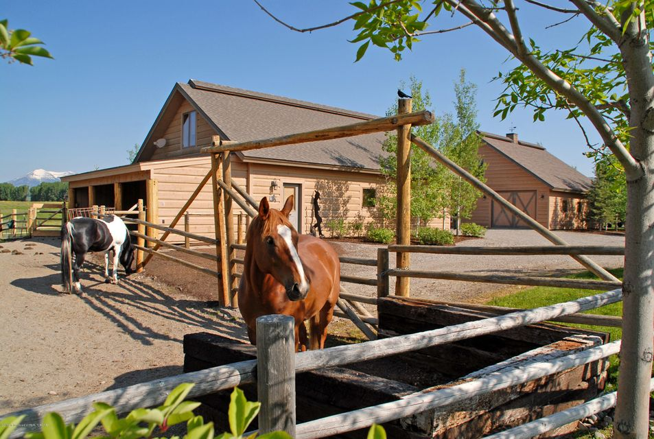 stable - horses - garage