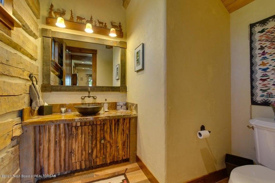B6LYYR Kimball 16 - Family Room Bath