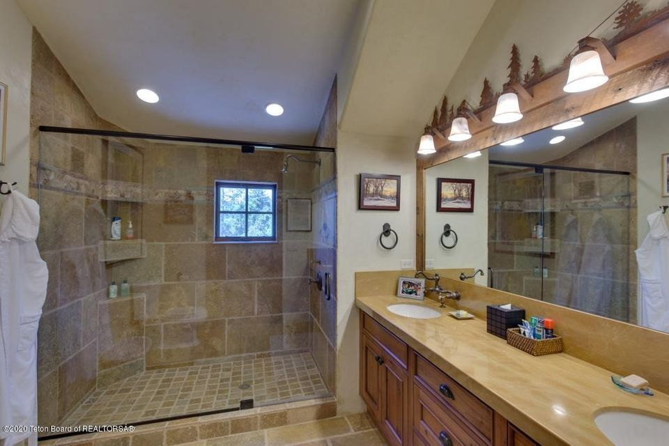 B6LYYR Kimball 19 - Upstairs Bath
