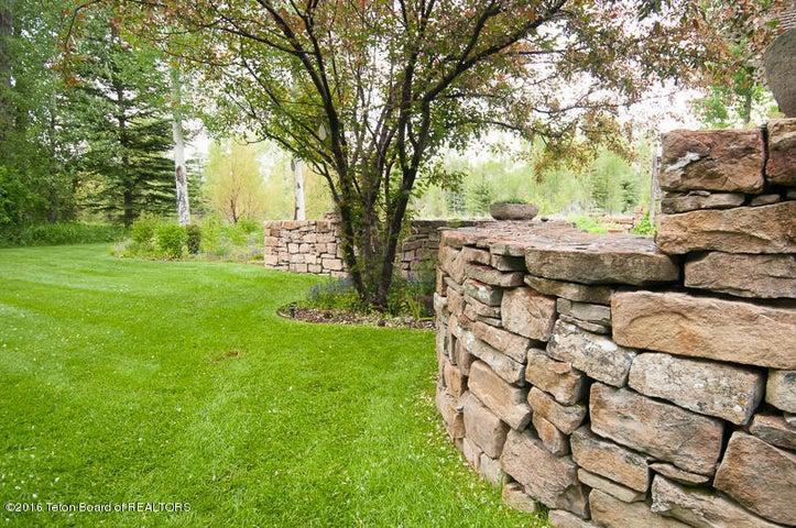 33 Summer Garden Rock Wall