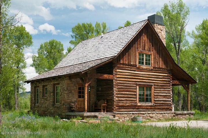 20 Summer Guest Cabin Exterior