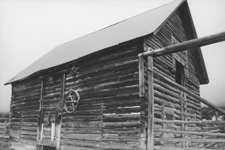 22 Original Guest Cabin