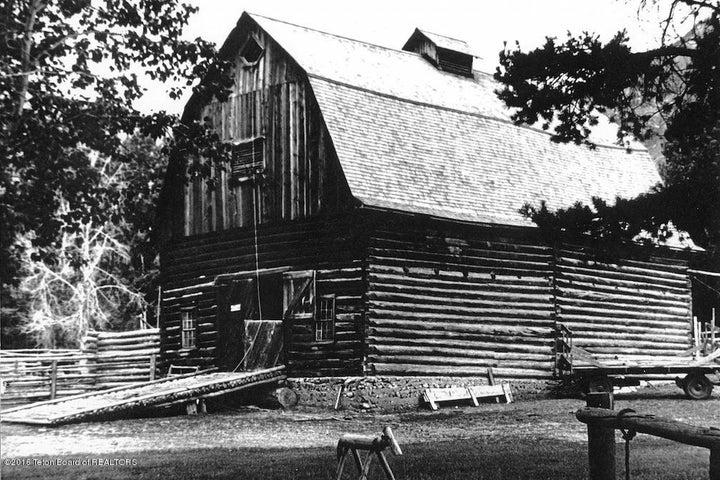 28 Original White Grass Barn