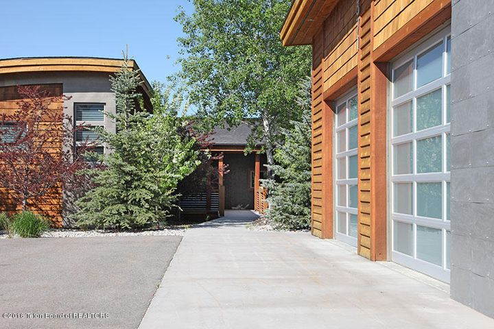 371 ALPINE VILLAGE DR, Alpine, WY 83128