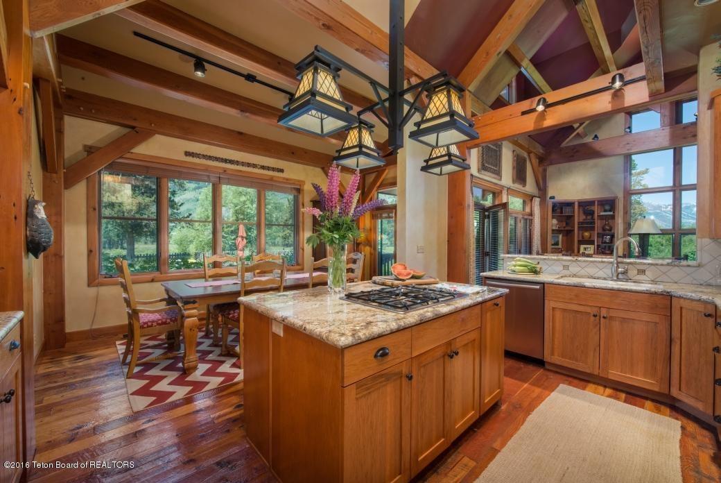 14 Kitchen Breakfast Area
