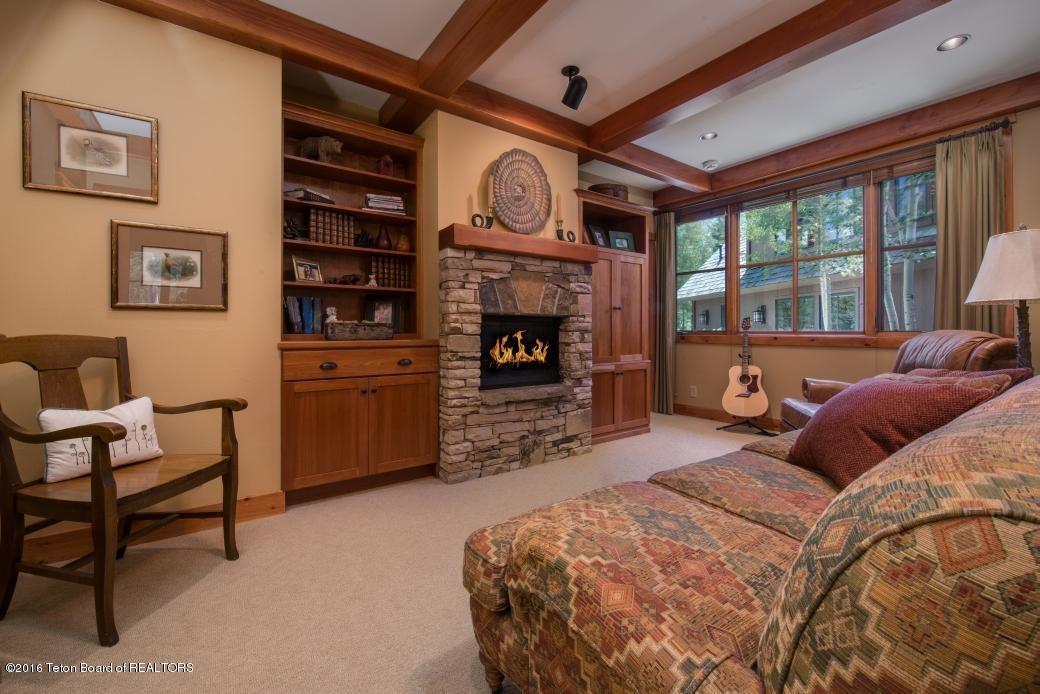 22 Guest Suite Living