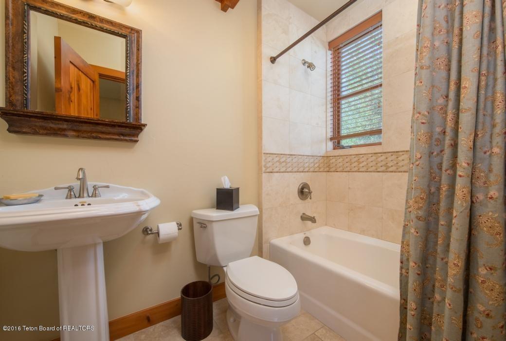 28 Loft Bath 2