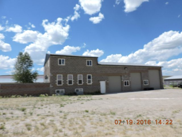 Residential / Shop - 4 Bedroom, 2 1/2 Bath, with appx 2300 SF Shop in the Pinedale Industrial Park.