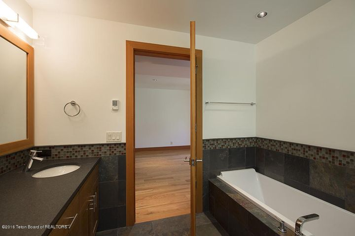 1st floor guest bath 2