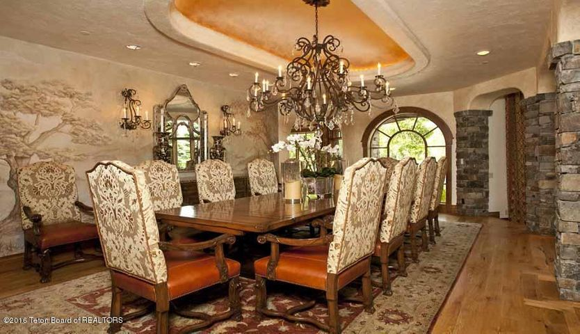 9 Formal Dining Area