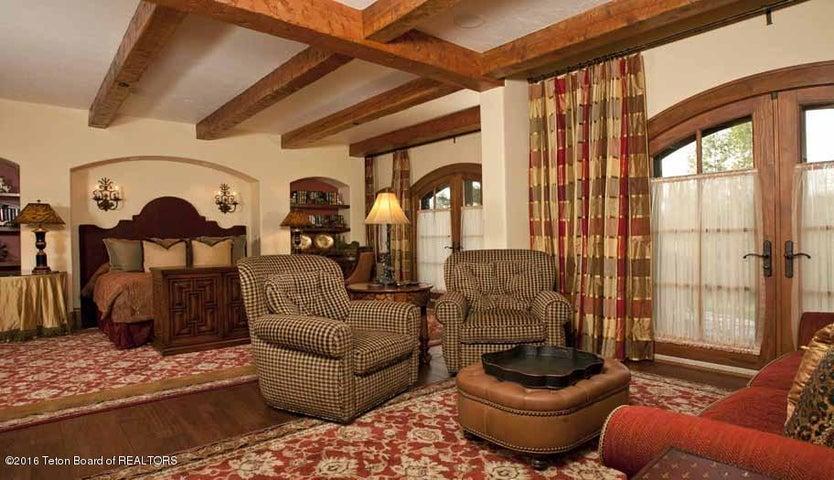 15 Guest Bedroom Suite 1