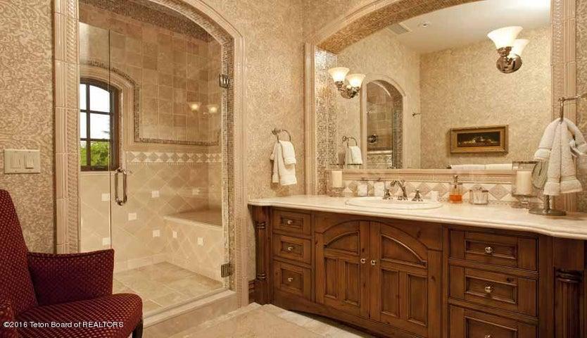 16 Guest Bedroom Suite 1 Bath