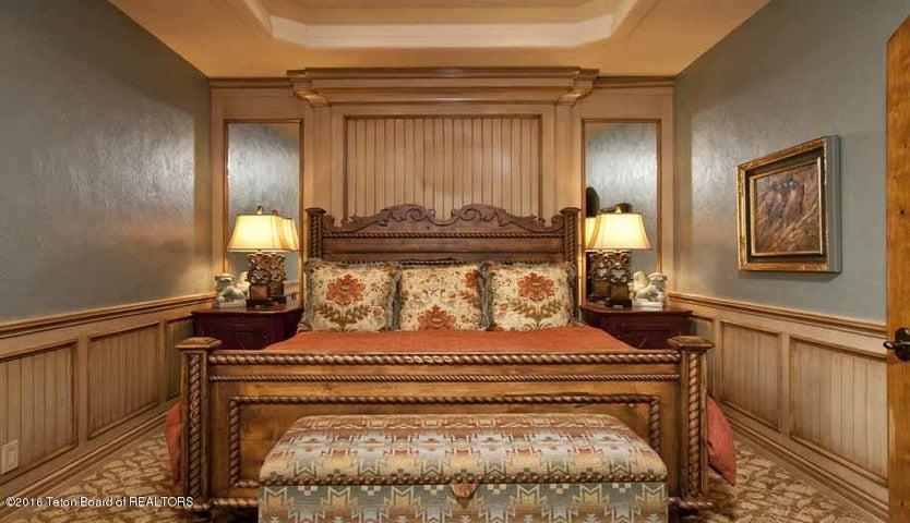 17 Guest Bedroom Suite 2