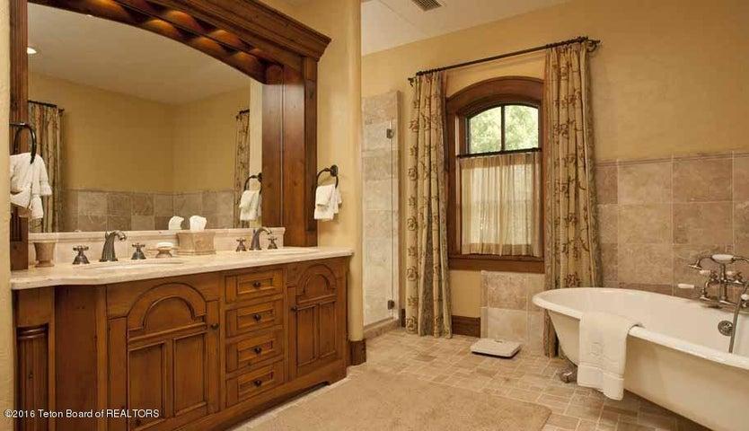 18 Guest Bedroom Suite 2 Bath