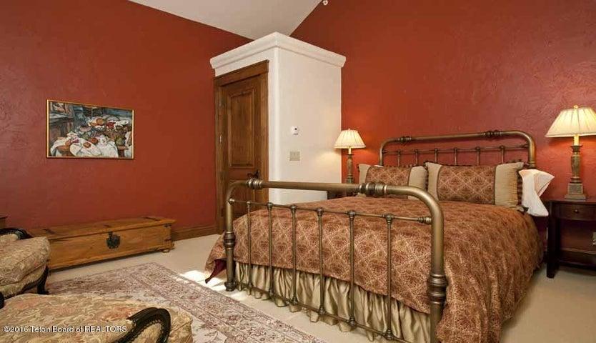 22 Guest Apt Bedroom