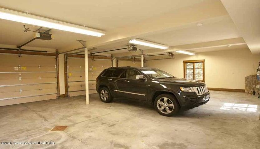 23 Garage Interior